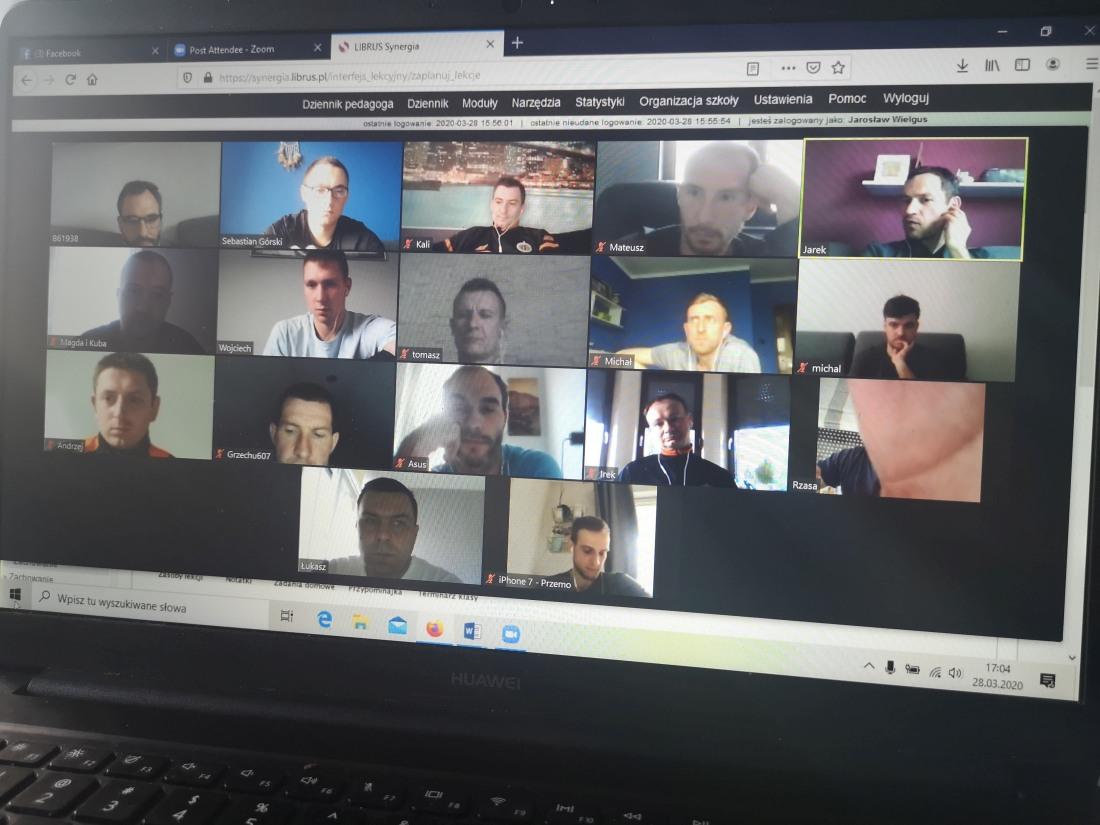 Praca online trenerów i nauczycieli wychowania fizycznego